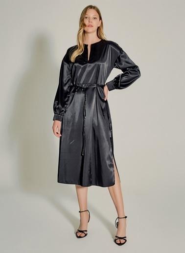 NGSTYLE Yırtmaçlı Saten Elbise Siyah